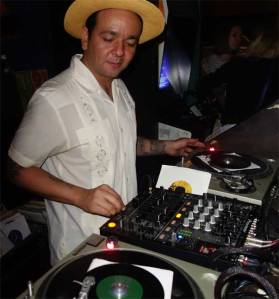 DJ Rata swings at TWIST ALL NIGHT!